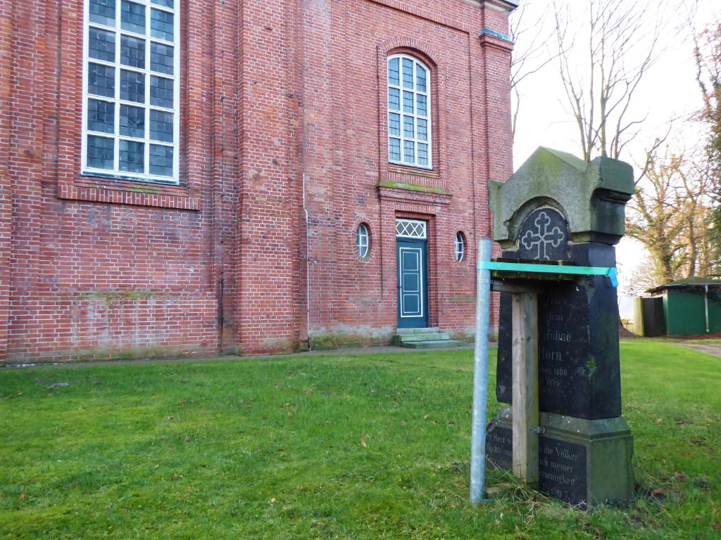"""Instandsetzung des Grabsteins der """"Jungfrau von Horn"""" auf dem Billwerder Friedhof"""